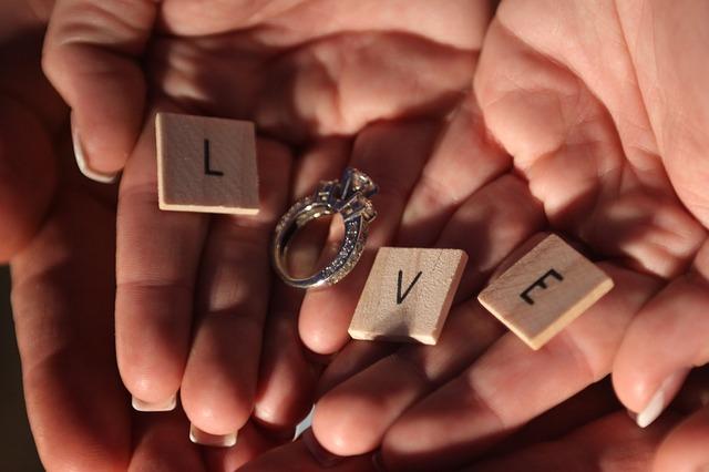 Gidas vyrams: kaip išrinkti sužadėtuvių žiedą