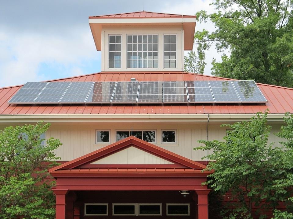 Saulės elektrinės 10 kW – kiek galima sutaupyti per 25 metus?