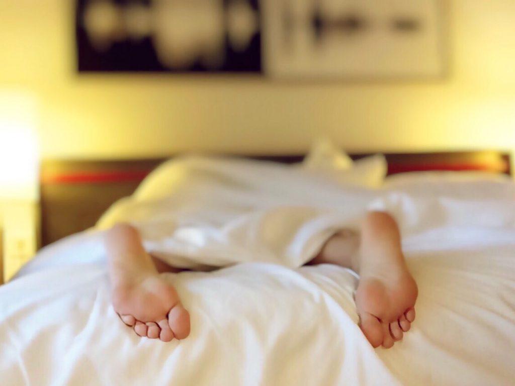 Vienas miegamajame: nauji įpročiai karantino metu